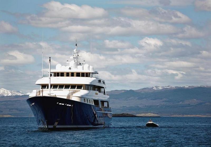 Т. Голисано переплатил декоратору интерьеров своей яхты Laurel